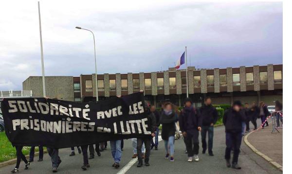 manifestation de solidarité à la MAF de Fleury